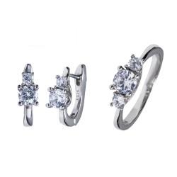 Серебряный комплект, кольцо и серьги: размер 17.5, вес 5.32 гр.
